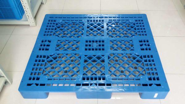 large plastic pallets